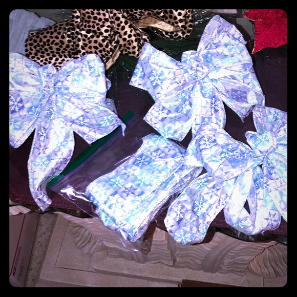 HAND CRAFTED Other - 16 BOWS  HAND CRAFTED.  NWOT